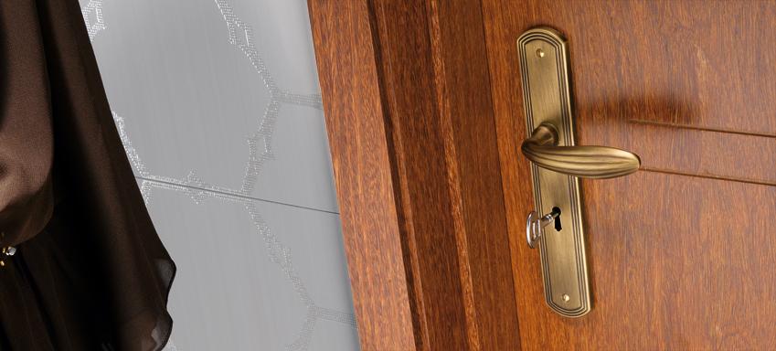 Štítové kovaní také s rustikálním designem